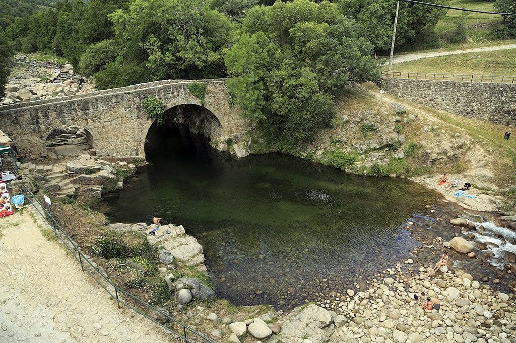 Piscina natural Puente de Cuartos, Cáceres, Extremadura.