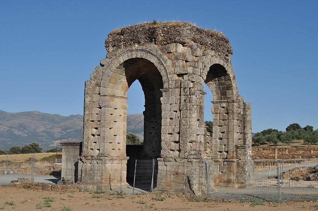 Arco de la ciudad romana de cáparra